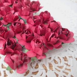 Klasyczne róże bordowe