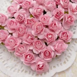 Drobne różyczki różowe
