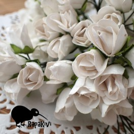 Duże pączki róż białe 6 szt.